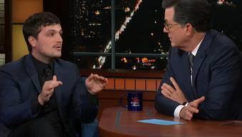 Psychohygiene: Josh Hutcherson bricht in der «Late Show» bei Stephen Colbert sein Schweigen über eine denkwürdige Nacht in Berlin.