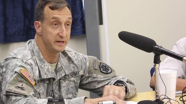 Ein US-Beamter und Ankläger informiert in Guantanamo über den Prozess