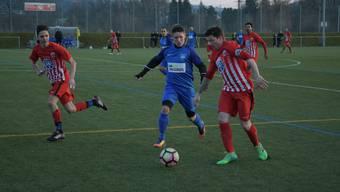Der FC Engstringen (rot) und der FC Oetwil-Geroldswil werden diese Saison kein 3.-Liga-Derby bestreiten. Die beiden Limmattaler Teams spielen in unterschiedlichen Gruppen.