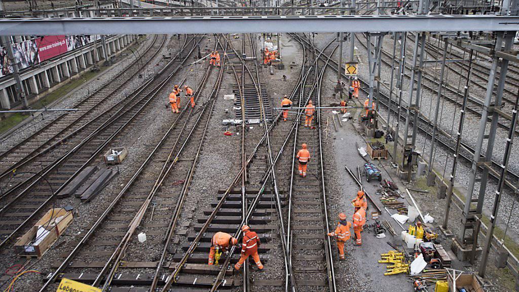 Am Wochenende wird der Luzerner Bahnhof wegen Arbeiten an Weichen komplett gesperrt. Ersetzt wird auch die Weiche, auf der im März 2017 ein Eurocity entgleist war.