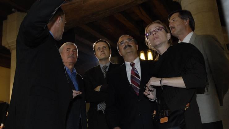 Kritische Blicke: OSZE-Wahlbeobachter besuchen im Jahr 2007 die Wahlzentrale im Berner Rathaus.