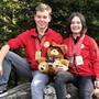 Tim Kaufmann und Gina Gyger mit ihren Medaillen.