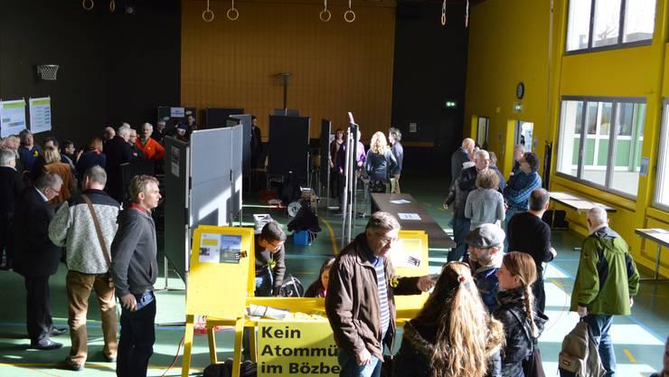 In der Oberbözberger Turnhalle fanden fast alle die Antworten, die sie suchten.