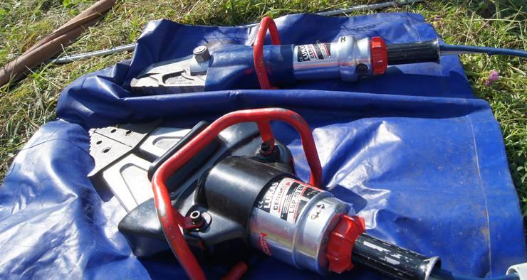Hydraulische Geräte werden zur Rettung und Bergung von Menschen bei Unglücksfällen eingesetzt.