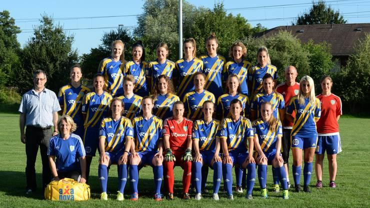 Die Spielerinnen und der Trainer Urs Bachmann (3. von rechts) des SC Derendingen wollen als Team weiterkommen.
