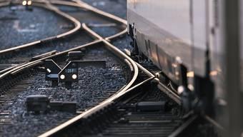 Wegen einer technischen Störung an der Bahnanlage kommt es im morgendlichen Pendlerverkehr zu Verspätungen. (Symbolbild)