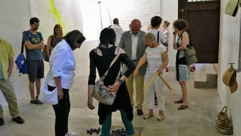 Die Kugelinstallation «Grinding souvenir» von Künstlerin Bettina Diel zieht die Aufmerksamkeit auf sich.