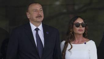 Aserbaidschans Präsident Ilham Aliyev mit seiner neu ernannten Vize-Präsidentin und Gattin Mehriban Aliyev (Archiv)