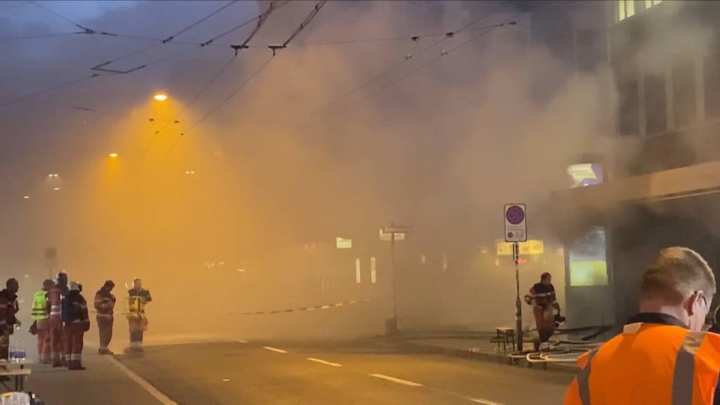 Rauch und giftige Brandgase: Grosseinsatz wegen Kellerbrand an Zürcher Langstrasse