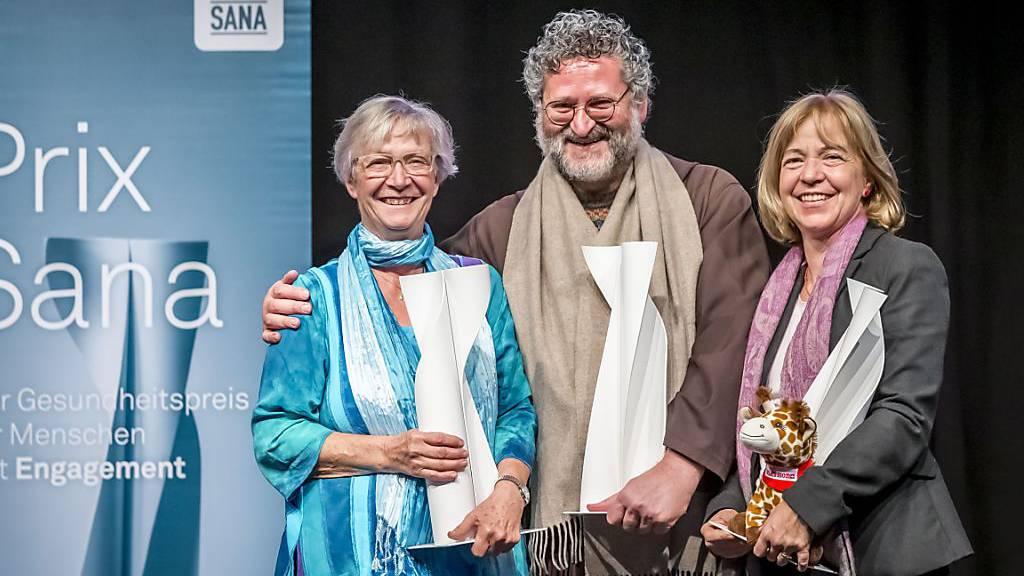 Zwei Frauen und ein Mönch erhalten den Prix Sana 2019