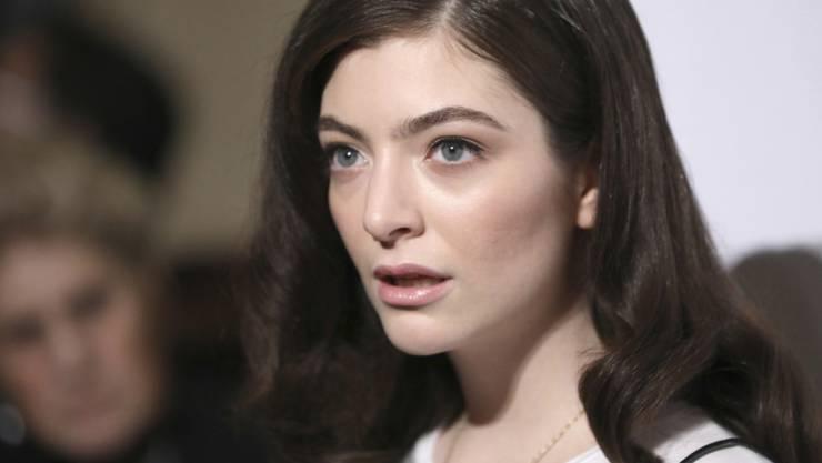 Auch Grammy-Gewinnerinnen sind nicht immer selbstbewusst: Sängerin Lorde gibt sich aber Mühe, sich selbst zu lieben. (Archivbild)