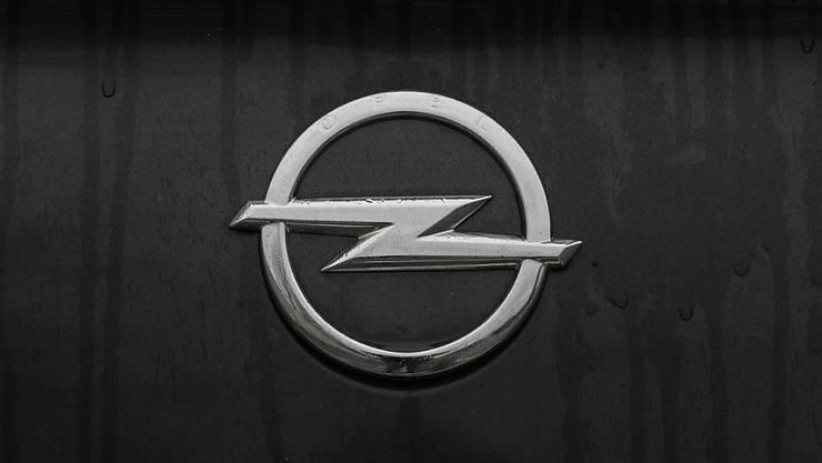 Opel will mit der Elektroversion des Kleinwagens Corsa trotz höherer Kosten von Anfang an schwarze Zahlen schreiben. Das Elektroauto kommt im nächsten Frühjahr auf den Markt. (Archiv)