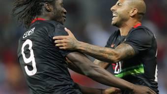 Die Portugiesen mit Torschütze Eder (links) bejubeln den einzigen Treffer
