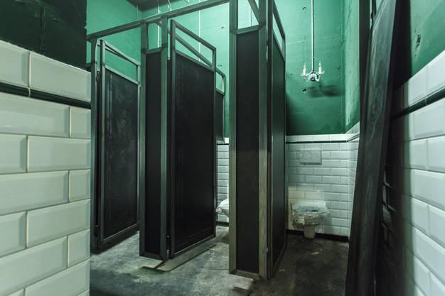 Die bestehende WC Anlage wird renoviert. Hier die Damentoilette