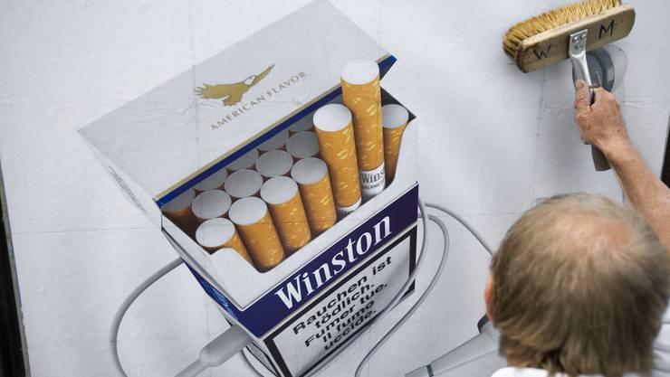 Soll es in Zukunft nicht mehr geben: Werbeplakate für Zigaretten.