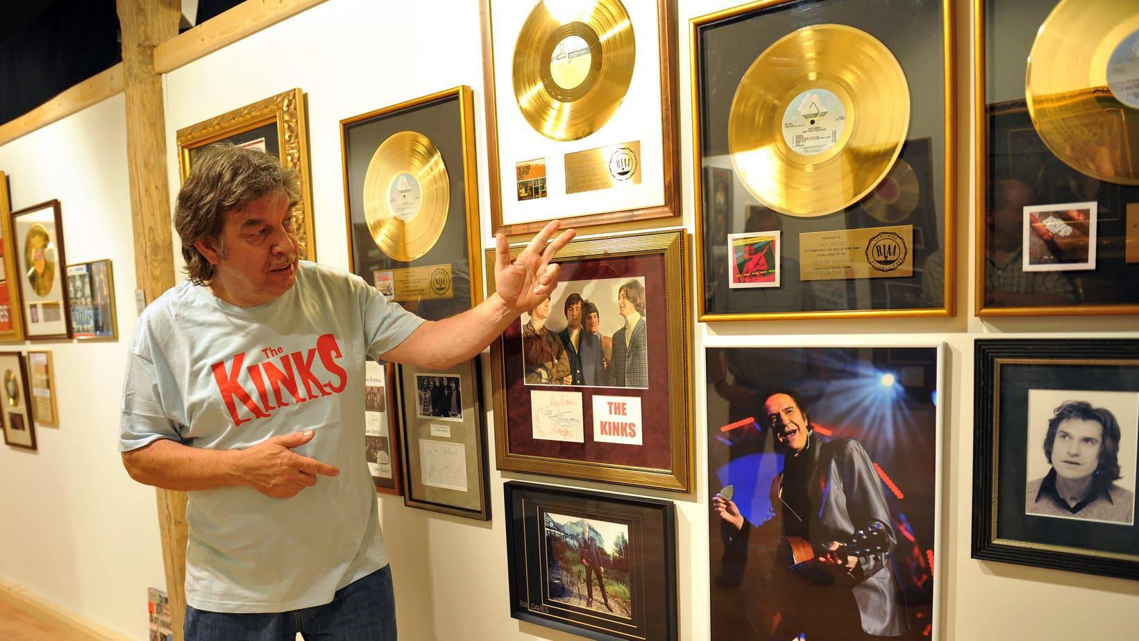 Roland «Tschiibii» Grossenbacher, hier mit Erinnerungen an seine Lieblingsband, Kinks, im Rock- und Pop-Museum in Niederbüren.