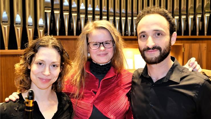 Blicken auf ein gelungenes Dreikönigskonzert zurück: Klarinettistin Michal Lewkowicz, Organistin Helga Váradi und Violinist Ronny Spiegel.