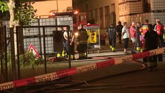 So berichtet TeleM1: Wegen eines Chemieunfalls in einer Plexiglas-Fabrik in Schönenwerd kam es am Freitagabend zu einem Grosseinsatz der Feuerwehr.