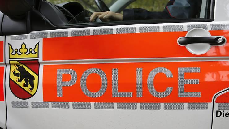 Die Berner Kantonspolizei erwischte am Mittwochabend nach einer wilden Verfolgungsjagd zwei jugendliche Autodiebe (Symbolbild).