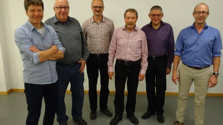 links: Gabriel Kusch (Oberturner), Martin Henzmann (Aktuar); Thomas von Arx (Beisitzer), Peter Elsenberger (Kassier), Heinz Staub (Neues Ehrenmitglied), Ruedi Zimmerli (Neuer Präsiden)