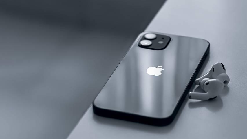 Gewinne ein iPhone 12 mit AirPods Pro