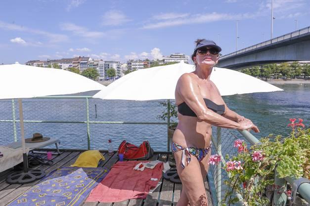...Sheila hält sich bei der Hitze fast nur noch im Schatten auf...