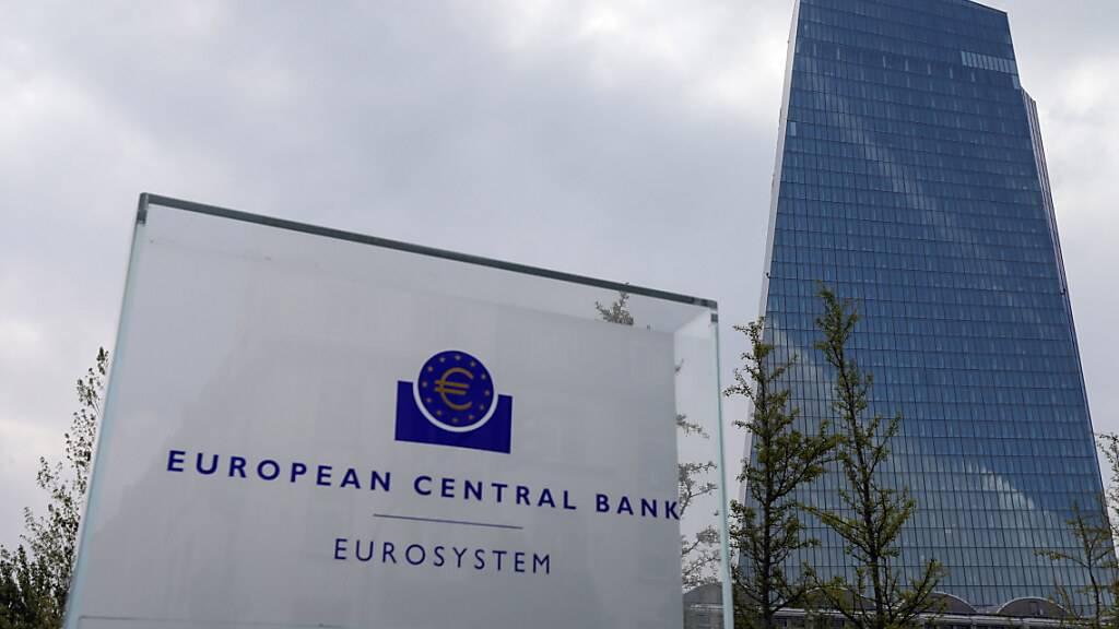 Der Rat der Europäischen Zentralbank - im Bild der Sitz der EZB - hat auch an seiner jüngsten Sitzung nicht am Leitzins gerüttelt. (Archivbild)