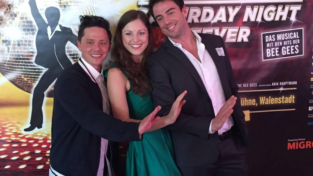 Patric Scott, Nathalie Parsa und Filippo Strocchi spielen die Hauptrollen im Musical Saturday Night Fever auf der Seebühne Walenstadt.