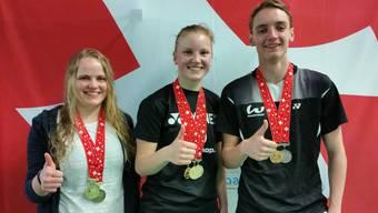 Ronja Stern (Mitte) mit ihrer Doppelpartnerin Chantal v. Rotz und ihrem Mixed-Partner Tobias Künzli.