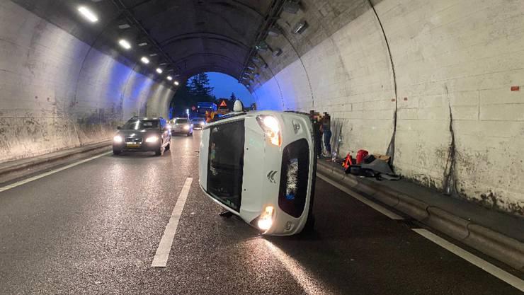 Ein 25-jährige Personenwagenlenkerin wollte auf die Überholspur wechseln und übersah das neben ihr fahrende Fahrzeug.