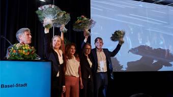Gruppenbild ohne Gewählten: Weil Atici erst noch für Eva Herzog nachrücken wird, durfte der neue Nationalrat noch nicht auf die Bühne. Bild: Hans-Jörg Walter