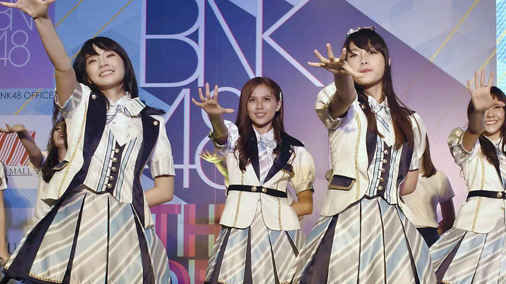 Die Mädchenband BNK48 entschuldigt sich, weil sie unlängst Nazi-Symbole gezeigt hatten. (Archivbild)