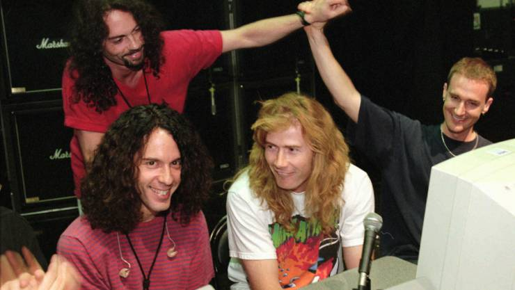 Nick Menza (hinten links) mit seinen Bandkollegen Marty Friedman (l), Dave Mustaine (M) und David Ellefson (r). Samstagnacht starb Menza 51-jährig während eines Auftritts. (Archivbild)