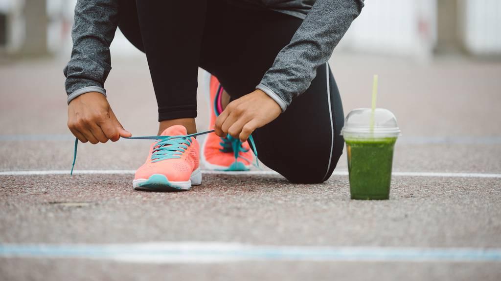 Ausdauertraining wie Jogging reduziert den Fettanteil im Körper.