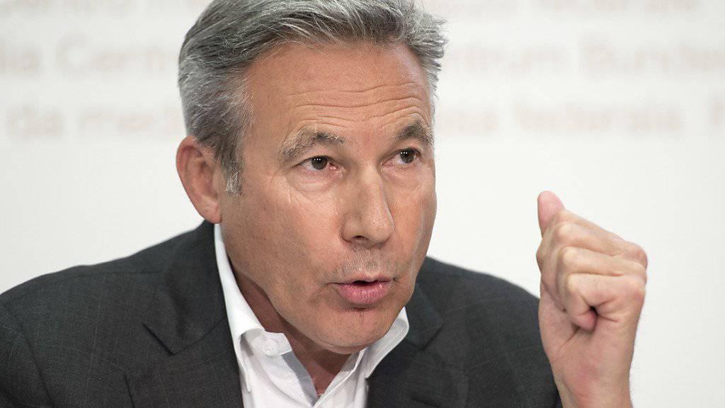 Für den Berner SVP-Nationalrat und Fraktionspräsidenten Adrian Amstutz stehen sieben Kandidaten im Vordergrund für eine Wahl in den Bundesrat. (Archiv)