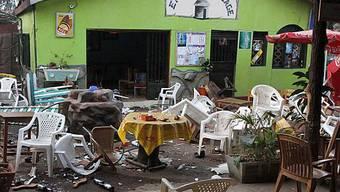 Chaos nach dem Bombenanschlag in einer Bar