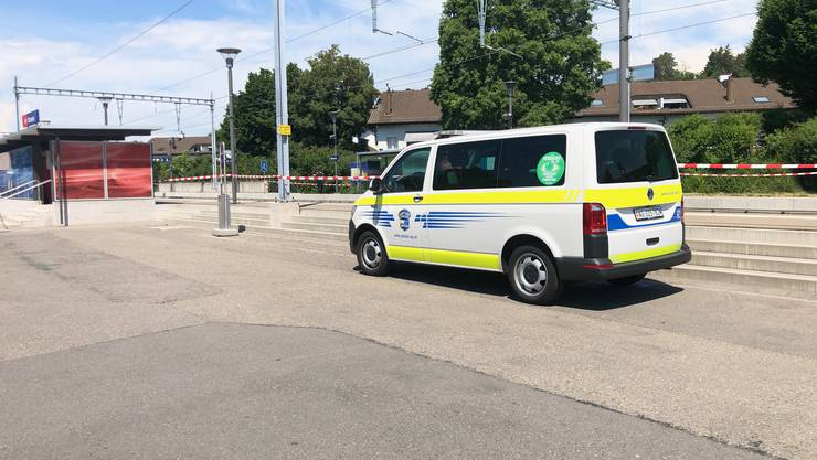 Würenlos AG, 3 June: A nearly two-year-old girl is hit by a train at the station. He succumbed to his injuries in hospital.
