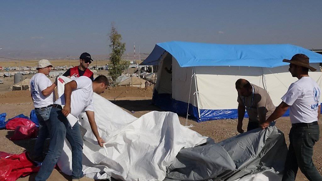 An den Mitteln für die humanitäre Hilfe wie hier im Nordirak will der Nationalrat nicht rütteln. Im Kreuzfeuer der Kritik stehen vor allem die bilaterale Entwicklungshilfe in den Ländern des Südens und die Mittel für zahlreiche UNO-Organisationen. (Archivbild)