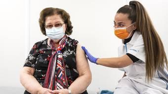 Sie kam am Mittwoch dran: Die Thurgauerin Helga Ott wurde im Impfzentrum in Frauenfeld gegen Corona geimpft.