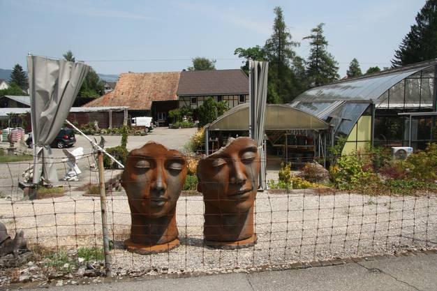 Auch skurrile Objekte gehören zum Angebot der Gärtnerei.