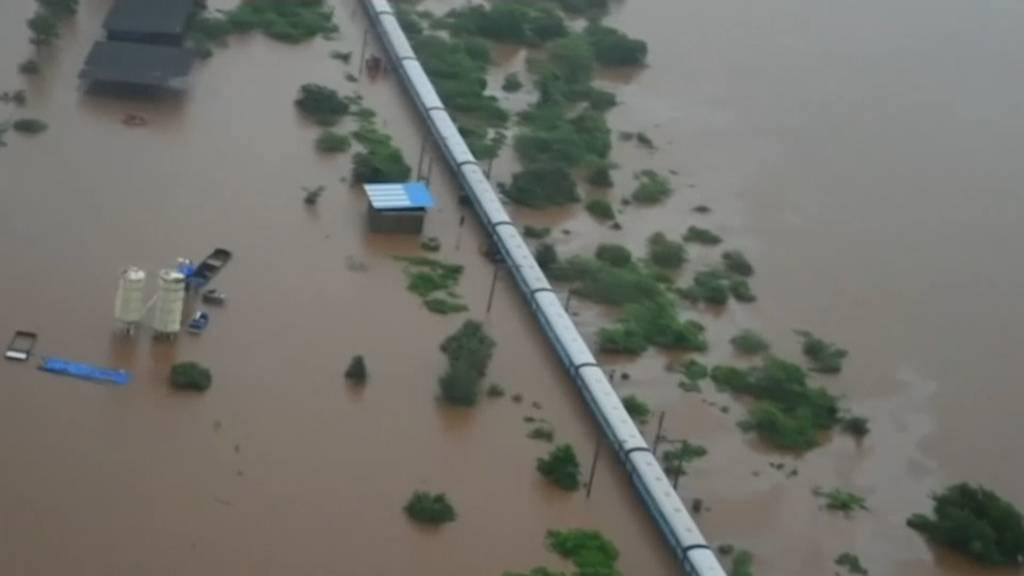 700 Menschen aus überflutetem Zug gerettet