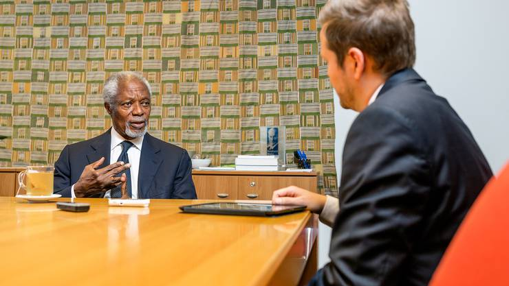 Der ehemalige UNO-Generalsekräter Kofi Annan im Gespräch mit Schweiz-am-Wochenende-Autor Yannick Nock in der Kofi-Annan-Foundation in Genf