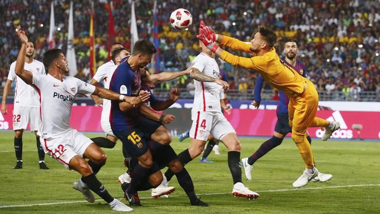 Tomas Vaclik feierte am 12. August im spanischen Supercup sein Pflichtspieldebüt für Sevilla. Der Gegner? Der FC Barcelona.
