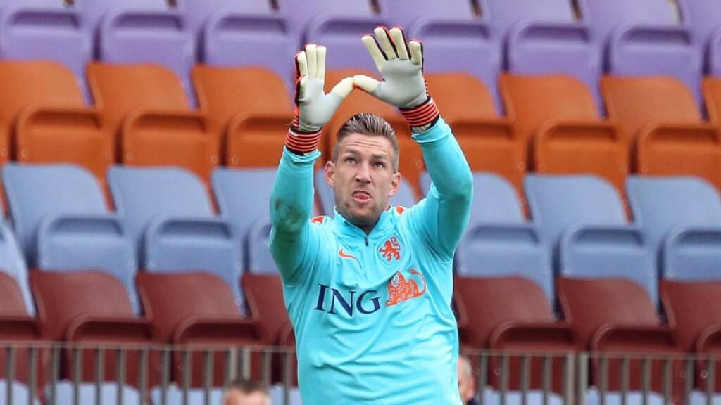 Der 38-jährige niederländische Ex-Nationalkeeper Maarten Stekelenburg ist bei Ajax aufgrund einer Dopingsperre gegen André Onana gefordert
