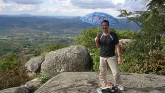 Blick über ein schönes, aber armes Land: Peter Ackle, Arzt in Neuenhof, bei seinem Aufenthalt im Süden von Zimbabwe.  ho