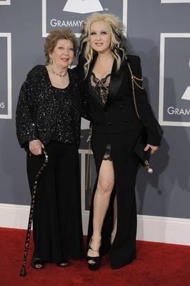 Cyndi Lauper (rechts) und Catrine Dominique