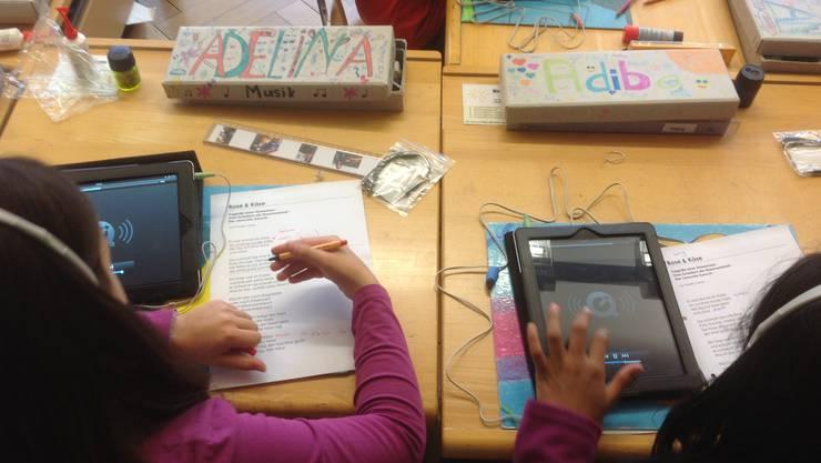 In Solothurn werden 2015 iPads an die Drittklässler verteilt.