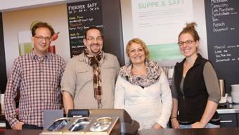V.l.: Thomas Ryser (Besuchsdienst Solodaris), Rolf Häusermann, Daniela Barile (Projektteilnehmende) und Irina Bortoli (Teamleiterin).