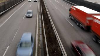 Bei einer Auffahrkollision mit fünf beteiligten Auto auf der Autobahn bei Oberbipp wurden vier Personen verletzt.