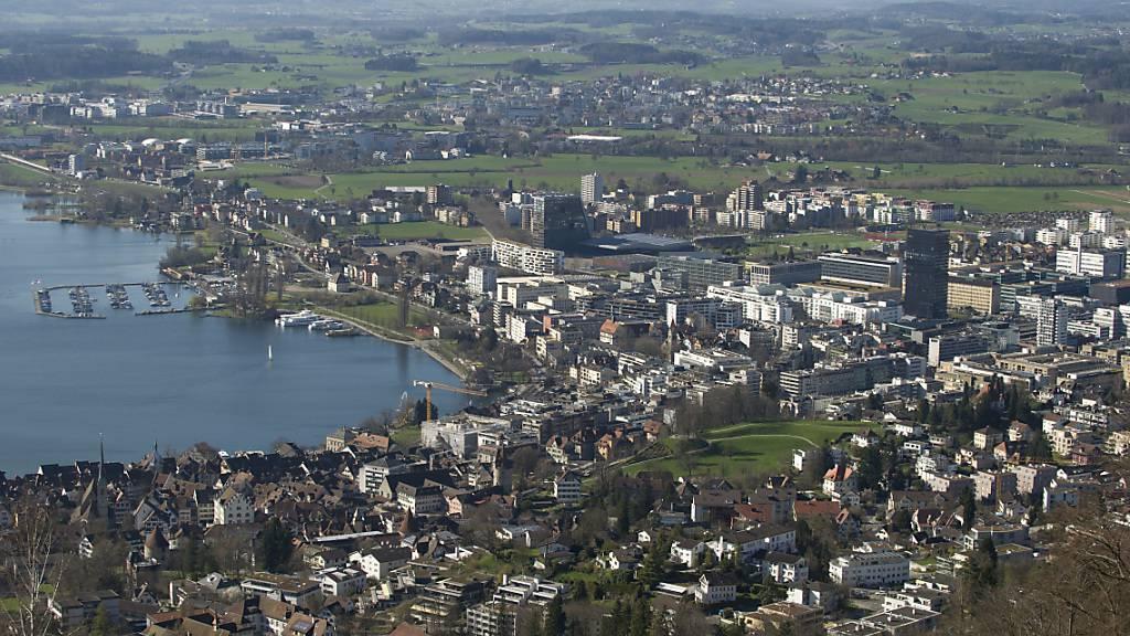 Der Kanton Zug hat den ersten Platz als attraktivster Firmenstandort dank einer Gewinnsteuersenkung zurück erobert. (Archivbild)